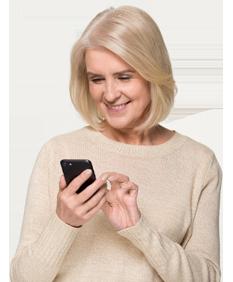 Vrouw met mobiele telefoon app